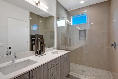 10-1500-upstairs-front-bedroom-bathroom