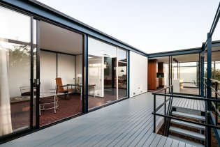 the-deck-enables-easy-outdoor-living-and-dining