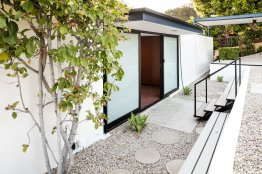 the-structure-is-an-updated-showcase-of-midcentury-modern-architecture