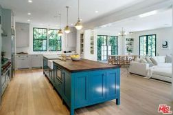 tobey_maguire_new_house_brentwood_7